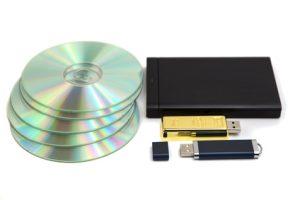 DVDs, USB-Sticks und Festplatten sind ideale Datenträger, um digitalisierte Dias zu archivieren.